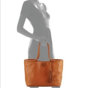 SELLING QUICK Tory Burch Taylor Tote